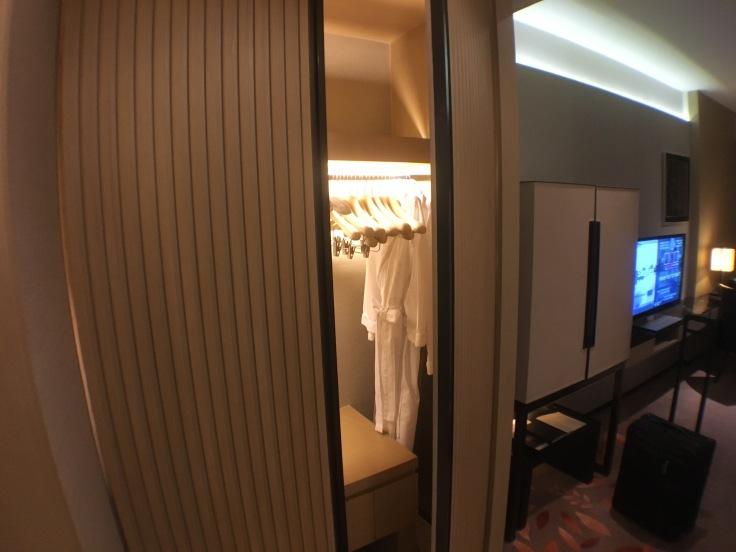 bangkok okura prestige closet.jpg
