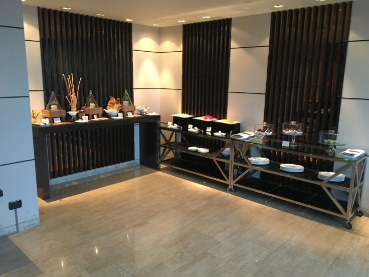 bangkok okura prestige club lounge spread 2