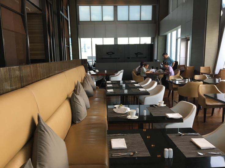 bangkok okura prestige restuarant dining tables