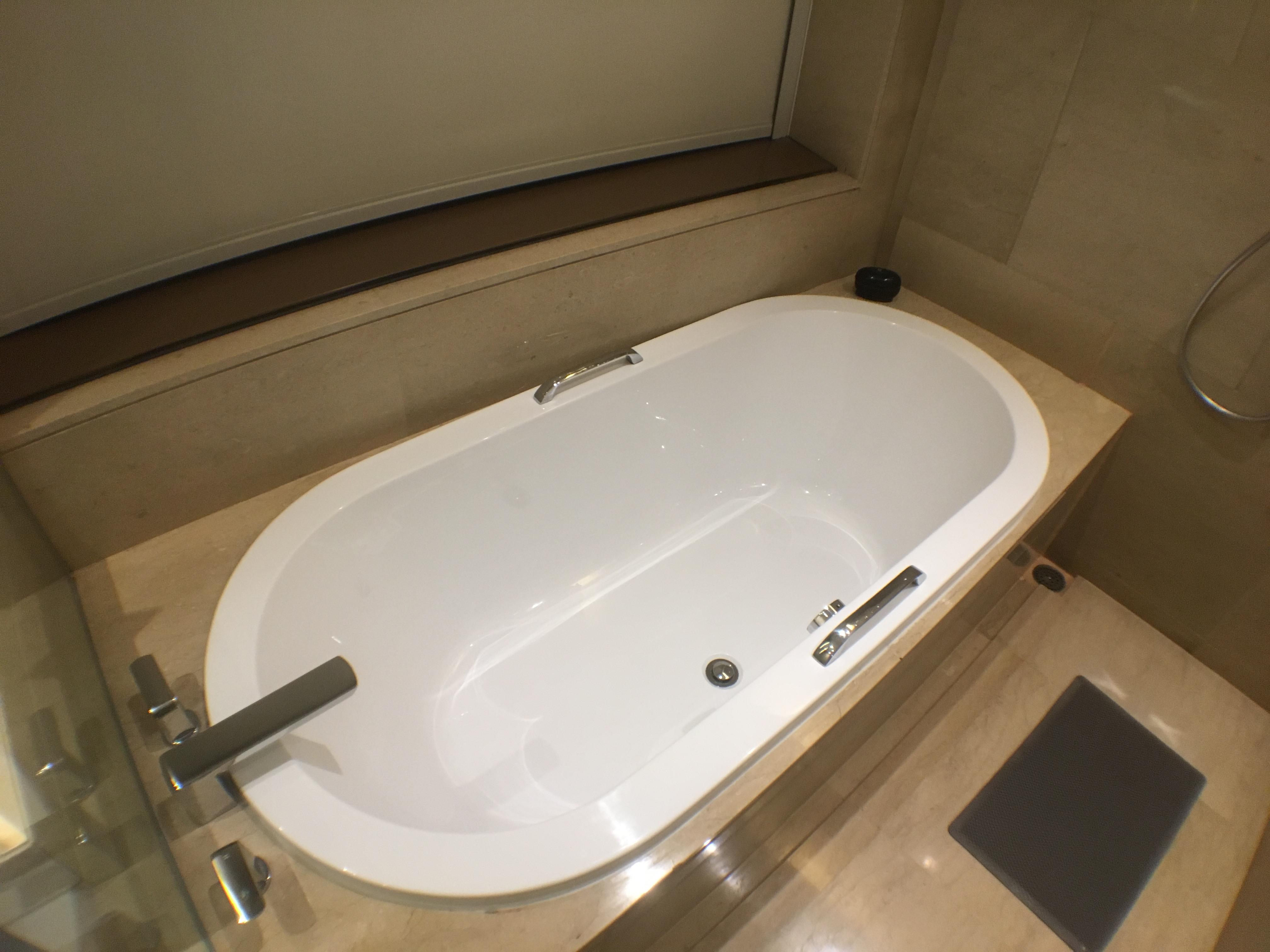bangkok okura prestige tub.jpg