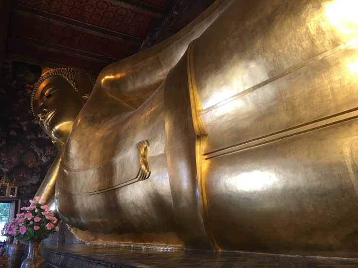 bangkok tour royal palace reclining buddha mid knee