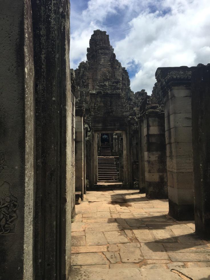 siem reap angkor wat bayon temple approach