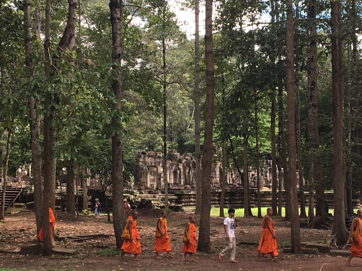 siem reap angkor wat bayon temple monks