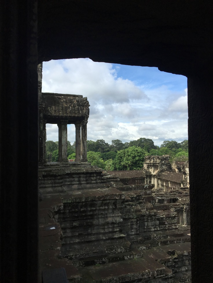 siem reap angkor wat main temple view looking out