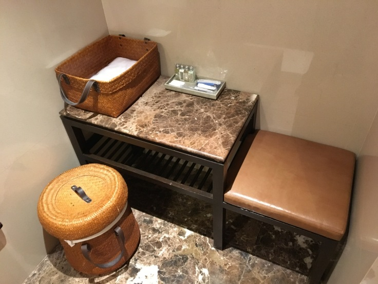 thai royal first lounge shower room bench