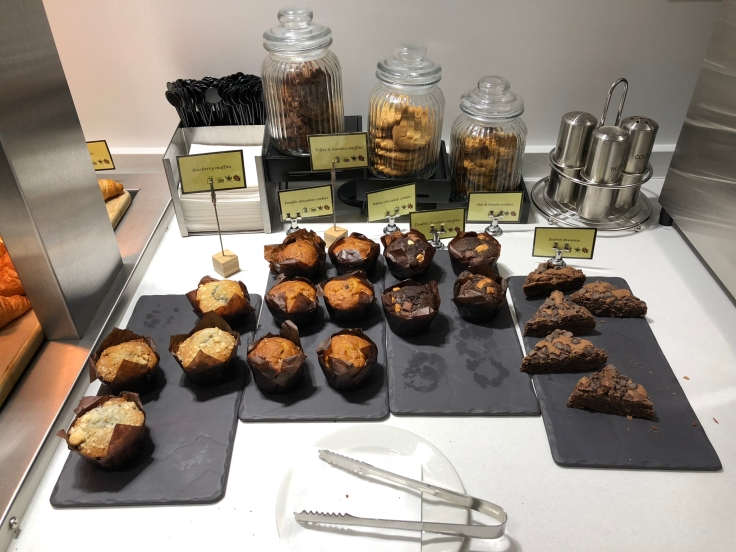 lhr arrivals lounge dining muffins