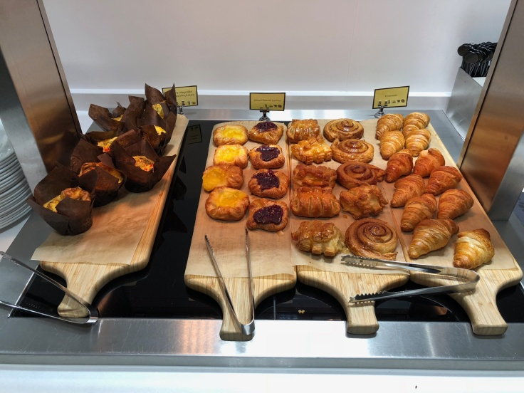 lhr arrivals lounge dining pastries
