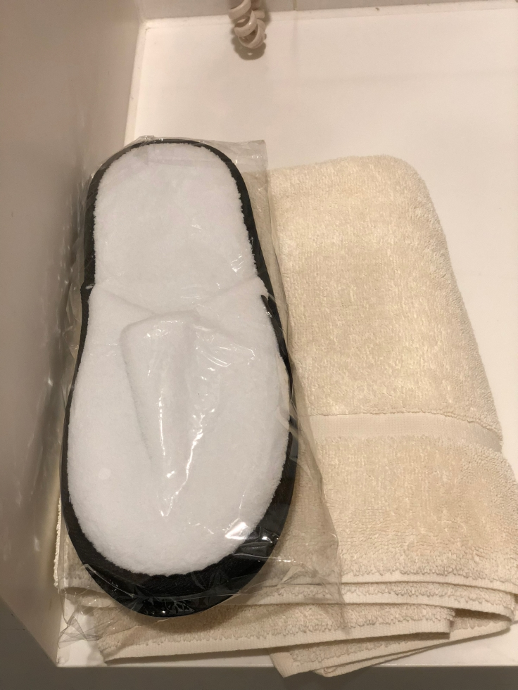 lhr arrivals lounge shower slippers