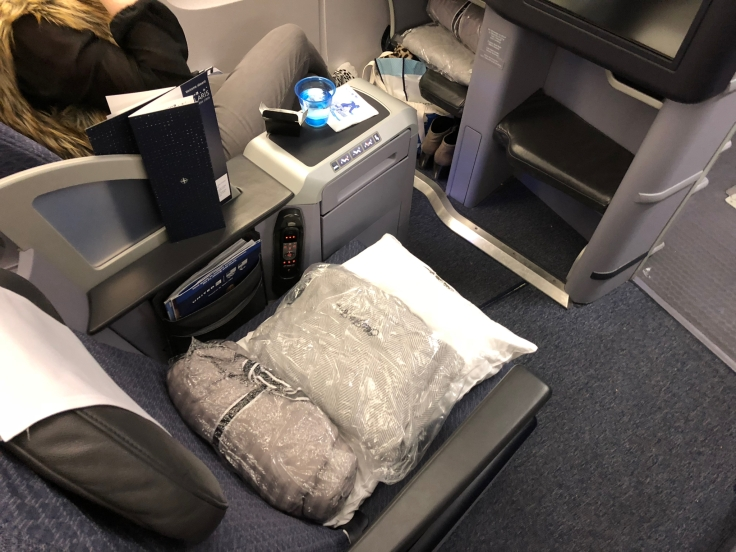 united airlines polaris business diamond hard seat first view 1