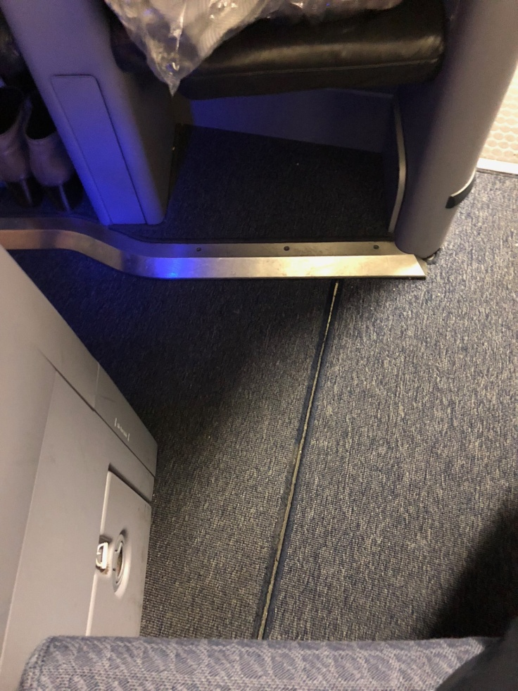 united airlines polaris business diamond hard seat floor space