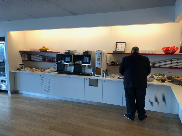 air france business salon cdg dining area upstairs