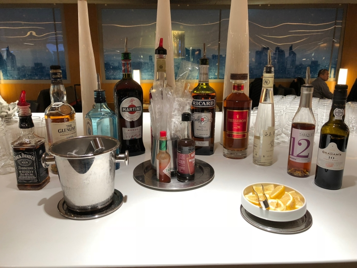 air france business salon cdg dining bar table spirits