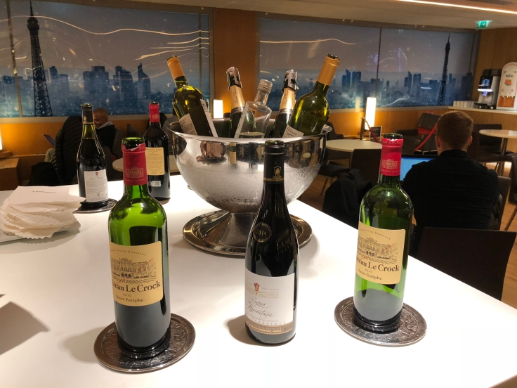 air france business salon cdg dining bar table wines
