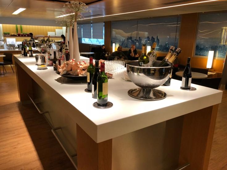 air france business salon cdg dining bar table