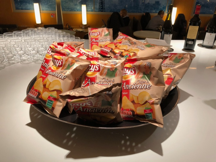 air france business salon cdg dining chips