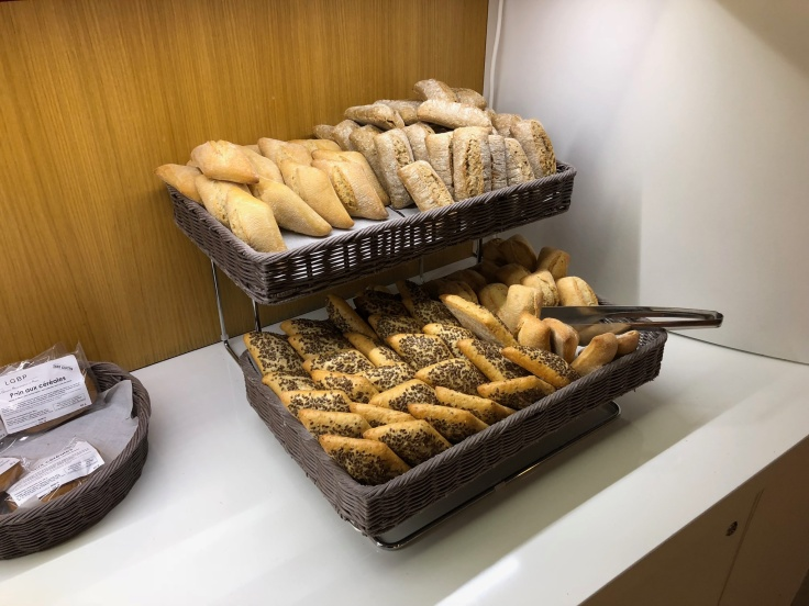 air france business salon cdg dining pastries