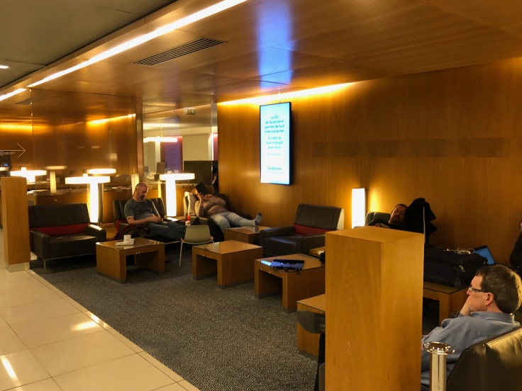 air france business salon cdg interior side seating area 1
