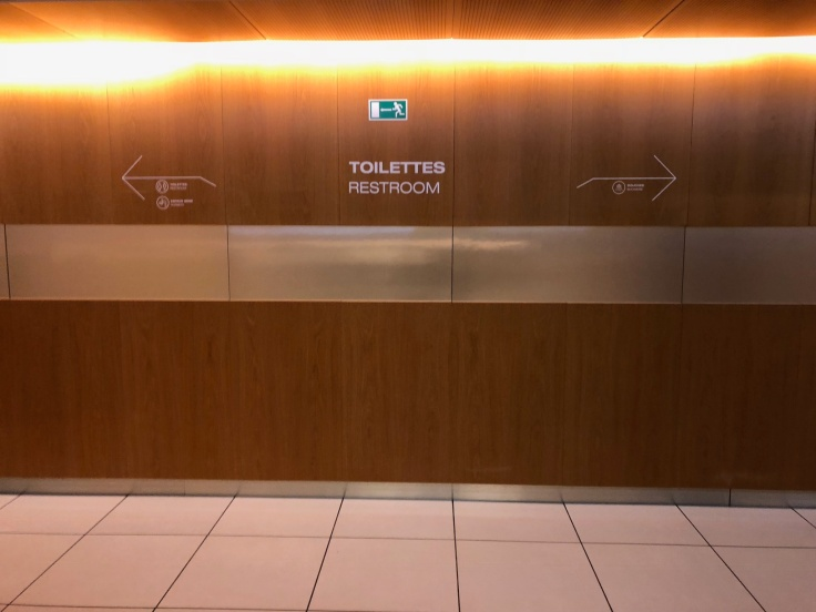 air france business salon cdg restroom entrance