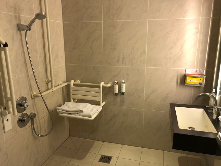 air france business salon cdg shower first view