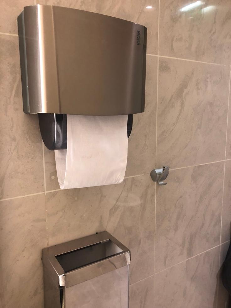 air france business salon cdg shower paper towels