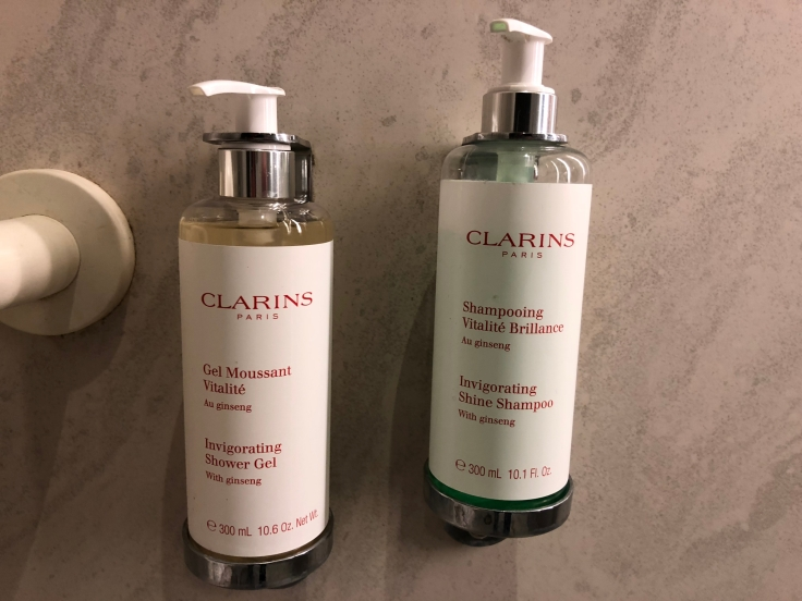 air france business salon cdg shower toiletries