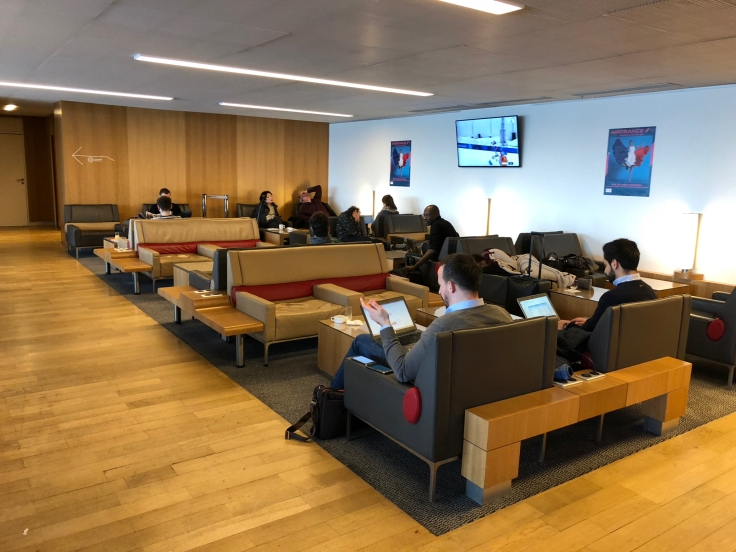 air france business salon cdg upstairs seating area 2