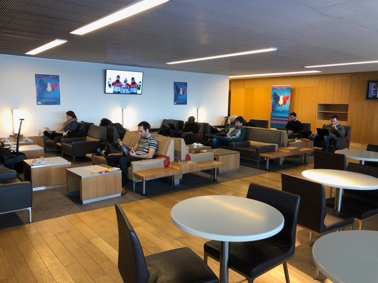 air france business salon cdg upstairs seating area 4