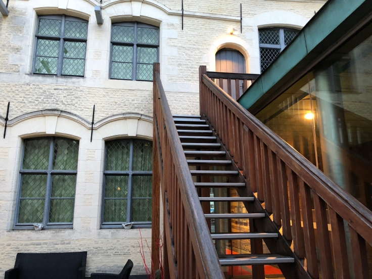 l'hermitage gantois lille public courtyard steps