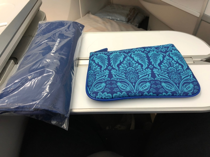 air france business soft amentity kit closed