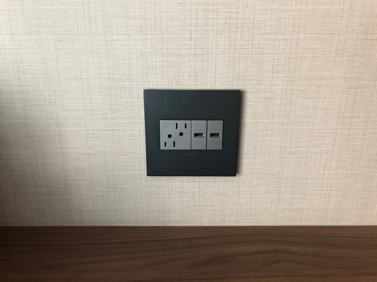 ac hotel new york times square room desk outlets