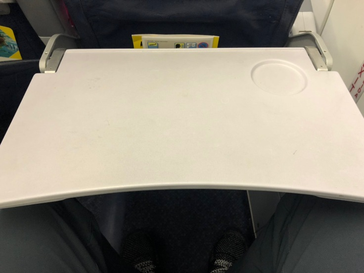 spirit airlines hard tray table