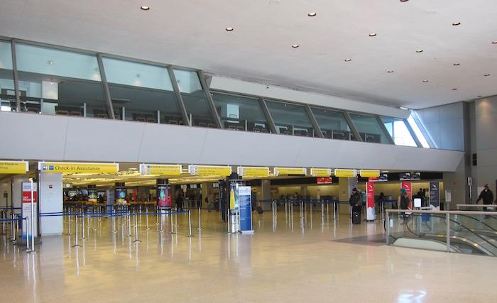 2019 iberia premium economy 01 JFK terminal 7