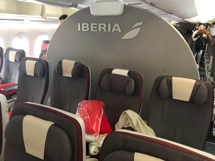 2019 iberia premium economy 02 premium economy mid section