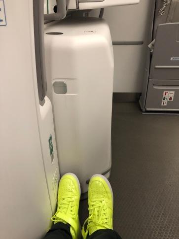2019 iberia premium economy 02.5 floor space with feet