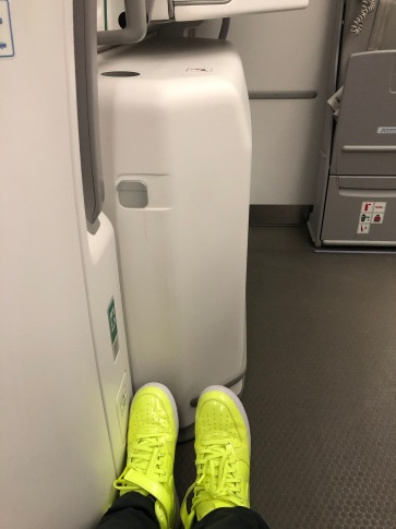 2019 iberia premium economy 02.5 floor space with feet