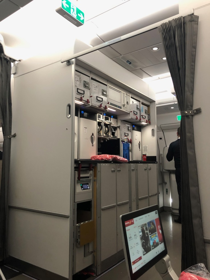 2019 iberia premium economy 02.5 seat view galley