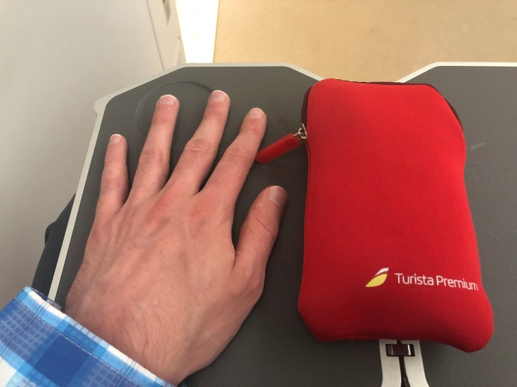 2019 iberia premium economy 05 amenity kit comparison