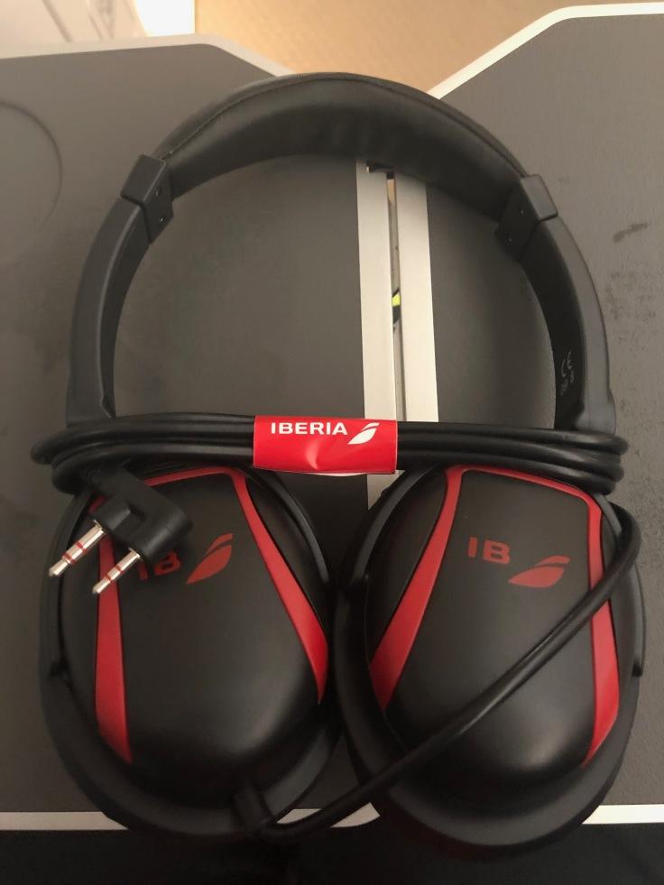 2019 iberia premium economy 05 headphones