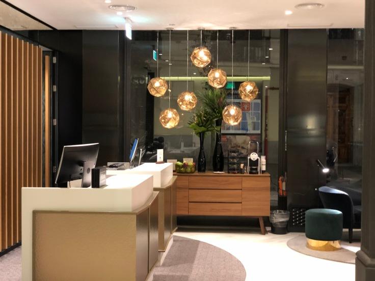 2019 hilton doubletree madrid 02 front desk