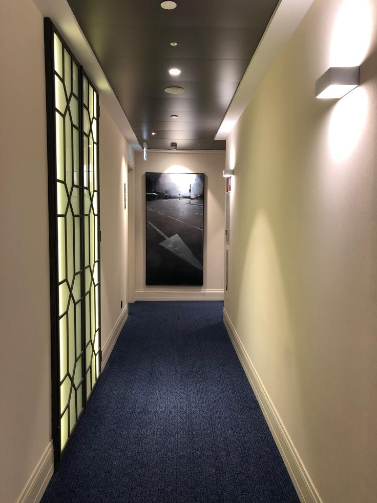 2019 hilton doubletree madrid 02.9 exterior hallway