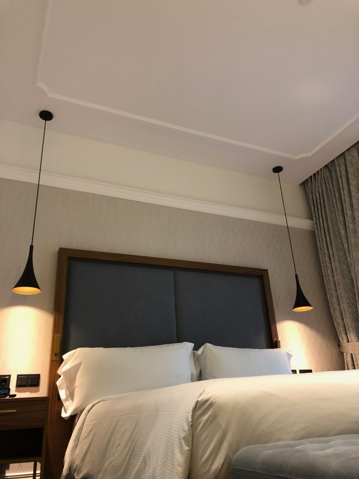 2019 hilton doubletree madrid 03 bedding artsy angle