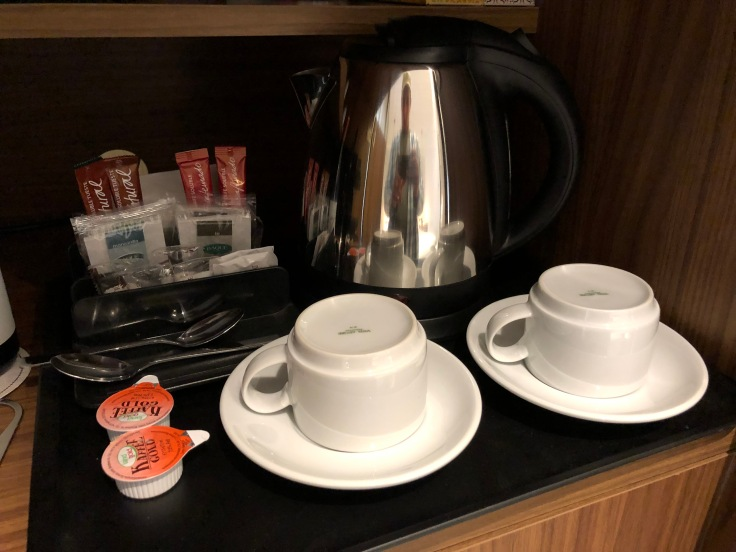 2019 hilton doubletree madrid 04 cabinet coffee