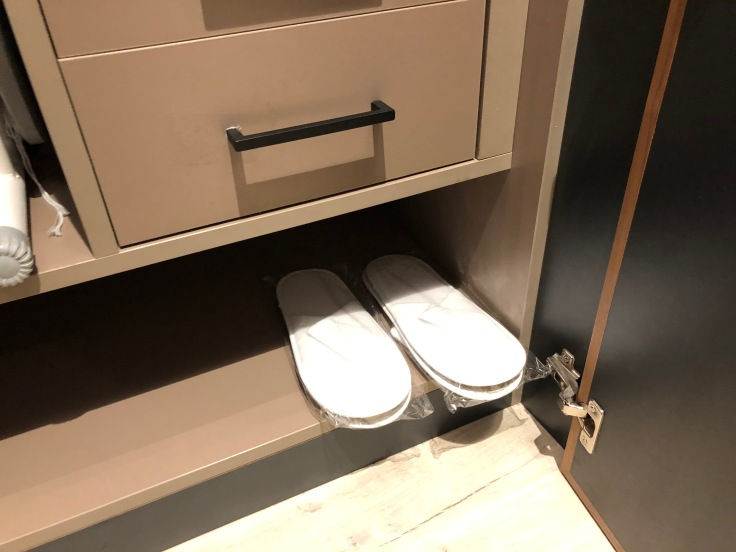 2019 hilton doubletree madrid 04 closet slippers
