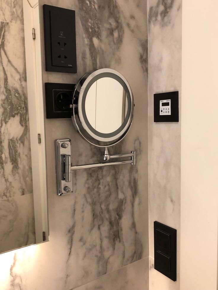 2019 hilton doubletree madrid 05.5 vanity mirror