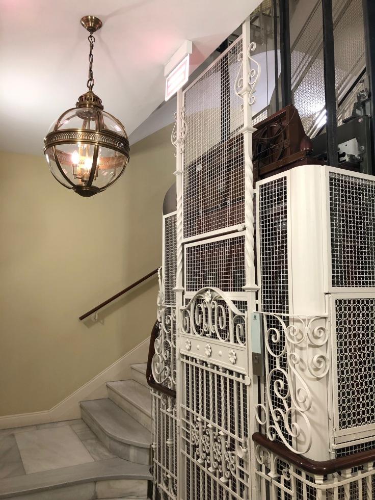 2019 hilton doubletree madrid 07 elevator lobby