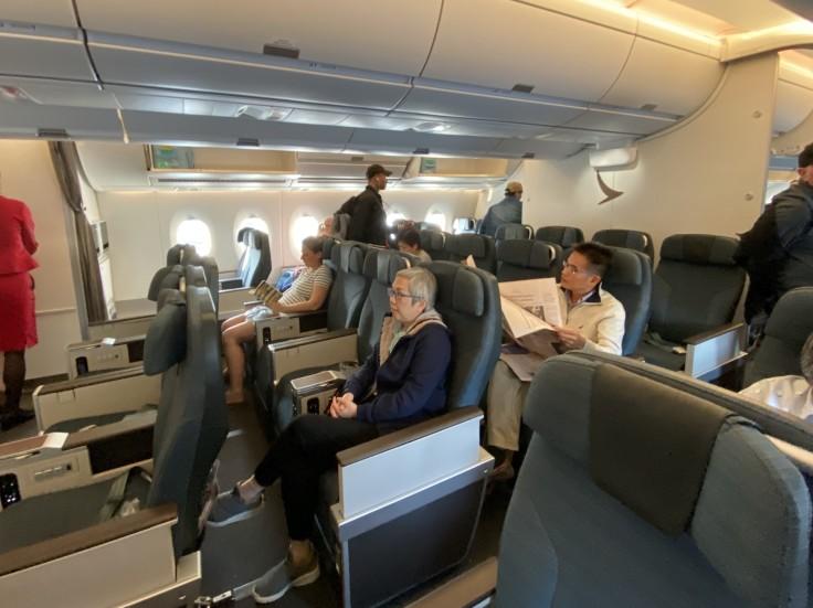 2019-cathay-pacific-premium-economy-02-cabin